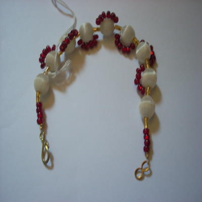 snowy-white-and-red-in-a-sea-of-gold-bracelet